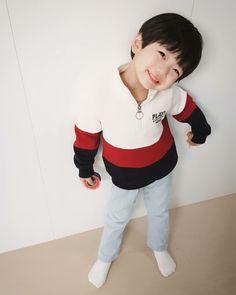 Hong Eunwoo 홍은우😙 pict from ig Cute Asian Babies, Korean Babies, Asian Kids, Cute Babies, Cute Baby Boy, Cute Boys, Ulzzang Kids, Cute Memes, Baby Boy Fashion