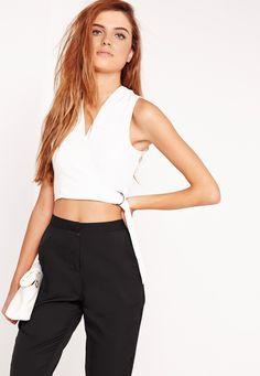 Look super chic in white this season and get your hands on this plunging crop top! With a belted d-ring finish, sexy v-shaped neckline and sleeveless style, this beaut is perfect day or night! Team up with high waisted trousers, clutch and ...
