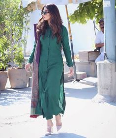 Photo by VUDOVILLA on December Image may contain: one or more people and people standing Pakistani Fashion Casual, Pakistani Dresses Casual, Pakistani Dress Design, Stylish Dress Designs, Designs For Dresses, Stylish Dresses, Stylish Kurtis Design, Stylish Dress Book, Party Wear Dresses