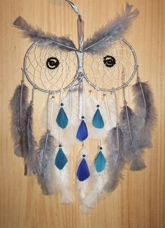 Attrape Rêve Hibou : Décorations murales par origin-elle-dreamcatcher Macrame Projects, Craft Projects, Yarn Wall Art, Dream Catcher Craft, Native American Crafts, Crochet Decoration, Owl Crafts, Owl Patterns, Arm Knitting