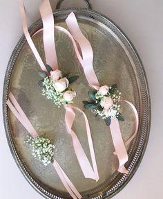NEDİME BİLEKLİĞİ Prom Flowers, Diy Wedding Flowers, Bridal Flowers, Floral Wedding, Wedding Bouquets, Bridesmaid Corsage, Bridesmaid Ideas, Wrist Corsage Wedding, Wedding Coursage
