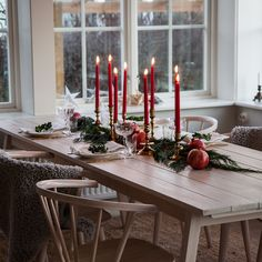 Table setting for Christmas Swedish Christmas, Minimal Christmas, Merry Little Christmas, Noel Christmas, Scandinavian Christmas, Simple Christmas, Winter Christmas, Christmas Table Settings, Christmas Decorations