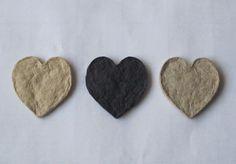 hartjes van pulp van verpakkingsmateriaal | hearts from pulp from waste paper