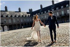 Best Trendy Unique Wedding Photos Ideas You Must See Groomsman Cake, Wedding Venues, Wedding Photos, How To Be Likeable, Bridesmaid Dresses, Wedding Dresses, Stunning Dresses, Wedding Hairstyles, Bridal