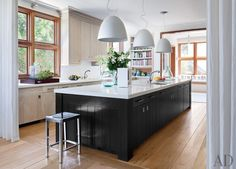 A casual kitchen by Frank Greenwald in Sag Harbor, New York