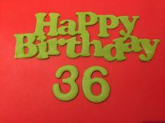 Scritta in pasta di zucchero con la frase Happy Birthday personalizzabile con l'età del festeggiato ad 1 o 2 cifre, ideale per decorare torte. Misura 16 cm di lunghezza per 6 cm di altezza, i numeri circa 3x4cm luno, per le misure specifiche di ogni numero potete contattarmi.