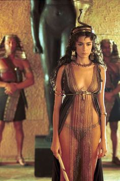 "Anna Valle as Cleopatra in ""Imperium: Augustus"" Egyptian Fashion, Egyptian Beauty, Egyptian Goddess, Egyptian Art, Ancient Egypt Fashion, Egyptian Queen, Art Indien, Foto Glamour, Egyptian Costume"