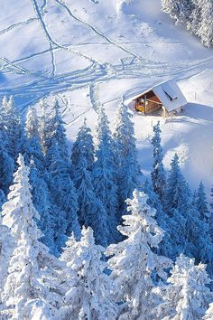 Photo: Cabin in the snow Winter Szenen, I Love Winter, Winter Magic, Winter Christmas, Snowy Day, Snow Scenes, Winter Pictures, Winter Beauty, Winter Photography