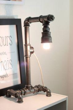 """Lampe tuyaux d'acier galvanisés style steampunk """"Luigi"""" : Luminaires par l-atelier-de-vince Lampe Steampunk, Style Steampunk, Desk Lamp, Table Lamp, Tube Acier, Diy Pipe, Pipe Lamp, Industrial Design, Lanterns"""