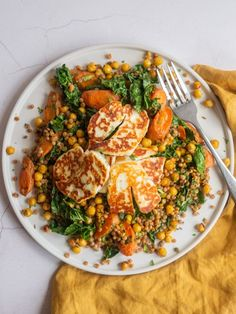 Crispy halloumi is served with roasted carrots, chickpeas, kale and couscous to make a healthy vegetarian meal you will love. Vegetarian Recipes Dinner, Healthy Recipes, Veggie Recipes, Cooking Recipes, Healthy Vegetarian Meals, Milk Recipes, Hallumi Recipes, Online Recipes, Carrot Recipes