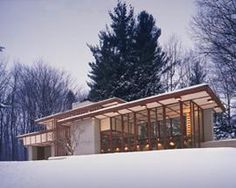 Complement a visit to busy Cleveland with a stay in a quiet Frank Lloyd Wright-designed home.