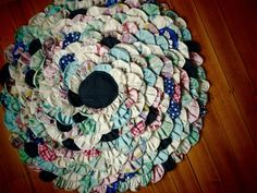 Possum Bend Diaries: :: flower petal rag rug (something I've been meaning to make for ages!) ::