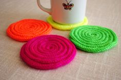 Tricotin coasters by Manufaktura riki tiki Diy Art Projects, Projects For Kids, Finger Crochet, Spool Knitting, Lucet, Knitting Basics, I Cord, Mug Rugs, Crochet Yarn