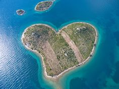 Situated near Croatia, Galesnjak island is a natural gem shaped in the form of a heart! #WorldHeartDay ❤️
