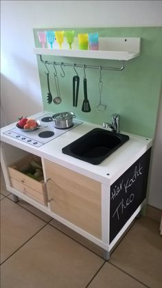 Esther K. had a nice DIY idea for the children& kitchen and .- Esther K. hatte eine schöne DIY-Idee für die Kinderküche und die 2 IKEA H… Esther K. had a nice DIY idea for the children& kitchen and the 2 IKEA Hack KALLAX shelves - Diy Kallax, Ikea Kallax Shelf, Ikea Kallax Regal, Ikea Kallax Hack, Ikea Kids, Ikea Children, Diy Montessori, Ideas Habitaciones, Childrens Kitchens