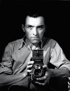 Robert Doisneau: French photographer. In 1930s he used a Leica on the streets of Paris. He & Henri Cartier-Bresson were pioneers of photojournalism.(Apr 14, 1912,  Apr 1, 1994)  Wikipedia http://www.google.fr/imgres?um=1&hl=fr&rlz=1G1GGLQ_FRFR274&biw=1147&bih=502&tbm=isch&tbnid=nmGrnZNKQC3nmM:&imgrefurl=http://www.moreeuw.com/histoire-art/exposition-doisneau.htm&docid=vqC5FGymuNPSwM&imgurl=