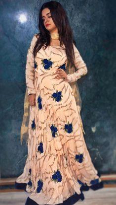 watch aladdin 2019 hd movies online for free Stylish Dress Designs, Stylish Dresses, Fashion Dresses, Stylish Girls Photos, Stylish Girl Pic, Indian Designer Outfits, Designer Dresses, Muslim Fashion, Indian Fashion
