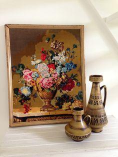 Vintage geborduurd schilderij bloemen stilleven embroidery WGP Ilkra ceramics