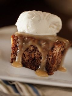 Sticky Toffee Pudding - A Winning Winter Recipe from One of New Englands Best Inns, the Hartstone Inn in Camden, Maine Crock Pot Desserts, Slow Cooker Desserts, Delicious Desserts, Dessert Recipes, Yummy Food, Cooker Recipes, Crockpot Recipes, Slow Cooker Cake, Malva Pudding