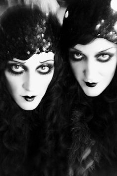 Face of Weimar Cabaret, Back To Black, Black And White, Steam Punk, Flapper Makeup, 1920 Makeup, Flapper Fashion, Goth Makeup, Flapper Style