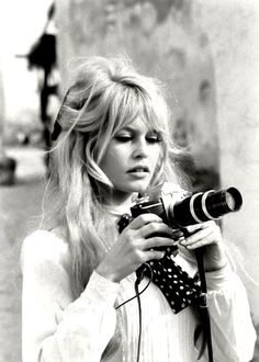 bridget bardot bangs and big hair Haircuts With Bangs, Long Haircuts, My Hairstyle, Fringe Hairstyle, Beehive Hairstyle, Classic Beauty, Timeless Beauty, French Beauty, Classic Style
