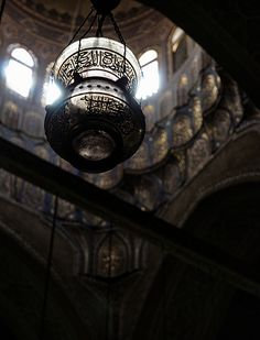 A hanging lamp in the Al-Rifa'i Mosque, Cairo, Egypt √