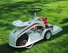 Gravely Mowers 492088696782098974 - 1947 Gravely Clean Cut – Riding Lawn Mower Source by remicastrejon Sit On Lawn Mower, Lawn Mower Tractor, Small Tractors, Old Tractors, Lawn Tractors, Antique Tractors, Vintage Tractors, Walk Behind Tractor, Homemade Tractor