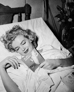 "Oscar DXtv on Twitter: ""❤🎬… "" Marylin Monroe, Estilo Marilyn Monroe, Marilyn Monroe Fotos, Joe Dimaggio Marilyn Monroe, Kennedy Jr, Jane Seymour, Anna Chlumsky, George Clooney, Bibiana Fernandez"