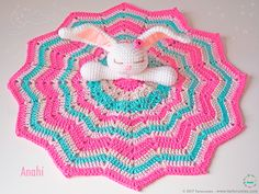 FREE amigurumi patterns and tutorials to make the cutest crochet toys. This crochet style is very easy and fun, and your kids will love you for it. Crochet Lovey, Cute Crochet, Baby Blanket Crochet, Crochet Toys, Crochet Fringe, Bunny Blanket, Lovey Blanket, Blanket Yarn, Amigurumi Patterns
