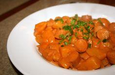 Her er et bud på en god, klassisk svensk pølseret – som helt sikkert kan mætte sultne maver. Pølse, tomat og kartofler er rimelige smimple ingredienser, men i en sammenblanding smager det vir…