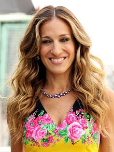 Sarah Jessica Parker rocks super sexy curls and we are jealous.