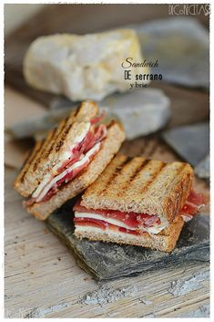 Sandwich de Serrano y Brie Sandwiches Gourmets, Panini Sandwiches, Tacos, Tostadas, Healthy Diet Recipes, Healthy Drinks, Fat Foods, Special Recipes, Easy Cooking