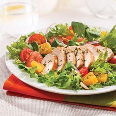 Salade de poulet à la californienne - Recettes - Cuisine et nutrition - Pratico Pratique Caprese Salad, Cobb Salad, Confort Food, Food And Drink, Healthy Recipes, Healthy Food, Nutrition, Dishes, Orange