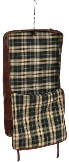 """Geschäftsleute aufgepasst! Denn wir haben die passende Tasche im Angebot! Du benötigst auf Deiner nächsten Reise Anzug oder Kostüm und möchtest es knitterfrei haben? Dann empfehlen wir Dir """"Richie"""". Die Tasche bietet durch einen integrierten Haken die Möglichkeit, Deine Kleidung aufzuhängen und somit sicher von A nach B zu transportieren - Reisetasche - Weekender - Gusti Leder - 2R8-20-14"""