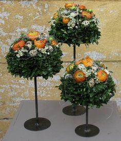 Afbeeldingsresultaat voor voorjaarsbloemschikken Flower Vases, Flower Art, Flower Arrangements, Wedding Centerpieces, Wedding Bouquets, Flower Decorations, Table Decorations, Topiary Garden, Easter Flowers