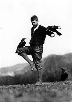 Random crow balancer... love this photograph: Konrad Lorenz' bester Freund - Welt - derStandard.at › Wissenschaft
