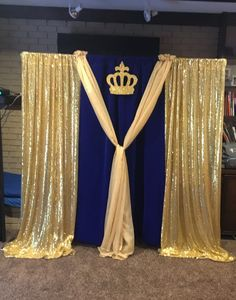 DIY Baby Shower Decor Ideas for Boys - Backdrops Blu and gold royal theme DIY Baby Sho Baby Shower Parties, Baby Shower Themes, Baby Boy Shower, Shower Ideas, Shower Party, Shower Favors, Shower Invitations, Royal Theme Party, Party Themes
