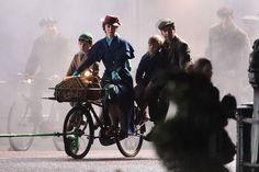 Primeras imágenes de Emily Blunt como la icónica Mary Poppins  (Mary Poppins Returns)
