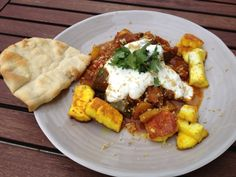 Gemüsecurry mit Halloumi  Freunde am Kochen Indian Curry, Halloumi, Low Carb, Chicken, Meat, Beautiful, Food, Friends, Cooking