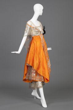 Evening Gown Of Cream Silk Satin and Orange Silk Taffeta, Hollander, L. 20s Fashion, Edwardian Fashion, Fashion History, Fashion Dresses, Vintage Fashion, Fashion Top, Gothic Fashion, Vintage Gowns, Vintage Outfits