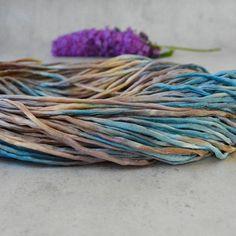 Sieh dir dieses Produkt an in meinem Etsy-Shop https://www.etsy.com/de/listing/537469132/hand-dyed-silk-cord-2-3mm-grey-beige