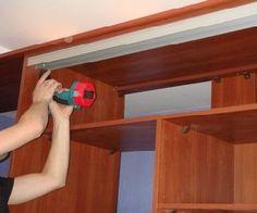 Как собрать шкаф-купе своими руками? В последнее время каждый интерьер содержит такой элемент мебели, как шкаф, потому что он позволяет хранить в нем все