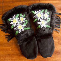 Astis leather mittens are hand-sewn in the USA from black high-quality suede leather with hand-stitched beadwork on the gauntlet and are lined with Polartec® Thermal Pro® High Loft insulation. Leather Gloves, Suede Leather, Beadwork Designs, Indian Crafts, Native American Beading, Leather Projects, Mitten Gloves, Keep Warm, Hand Stitching