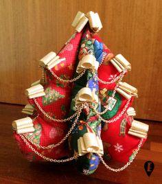 Alberello di Natale in tessuto imbottito di ELISABETOWN su Etsy #Christmas #Natale #tree #albero #padding #padded #cotton #fabric #tessuto #cotone #imbottito #centrotavola #centerpiece #addobbo #decorazione #decoration #winter #handmade #original