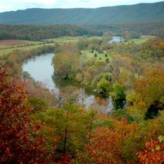 Shenandoah river, blue ridge mountains in Virginia