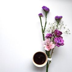 Coffee & flowers for Mum this Mother's Day Flat Lay Photography, Coffee Photography, Good Morning Coffee, Coffee Break, Morning Morning, Bouquet Cadeau, Coffee Flower, Japanese New Year, Pause Café