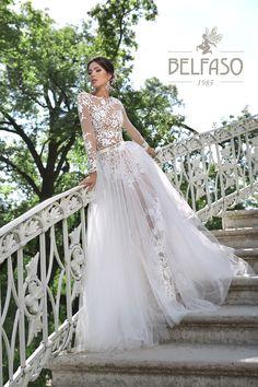 Дженифер Low Cut Dresses, Dresses With Sleeves, Mermaid Shorts, New Wedding Dresses, Dream Dress, Dress Collection, Ball Gowns, Evening Dresses, Fashion Beauty