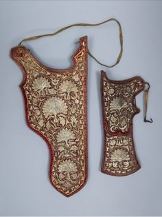 Turkish  quiver and bow case, late 16th to early17th century. Body made of leather, covered with red silk velvet, embroidered with gold and silver wire.  Museumslandschaft Hessen Kassel.