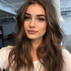 Taylor Hill. Beautiful neutral makeup.