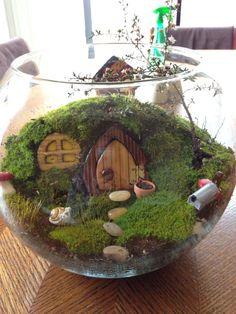 10 Best DIY Mini Terrarium Garden Projects and Ideas - Diy Garden Decor İdeas Fairy Garden Plants, Mini Fairy Garden, Moss Garden, Fairy Garden Houses, Diy Garden, Gnome Garden, Succulents Garden, Garden Projects, Garden Art